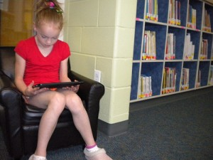girl ipad 5667859148 b7243f64d2 300x225 Why Your School Needs to Buy iPads for the Classroom   16 iPad apps to help improve reading literacy